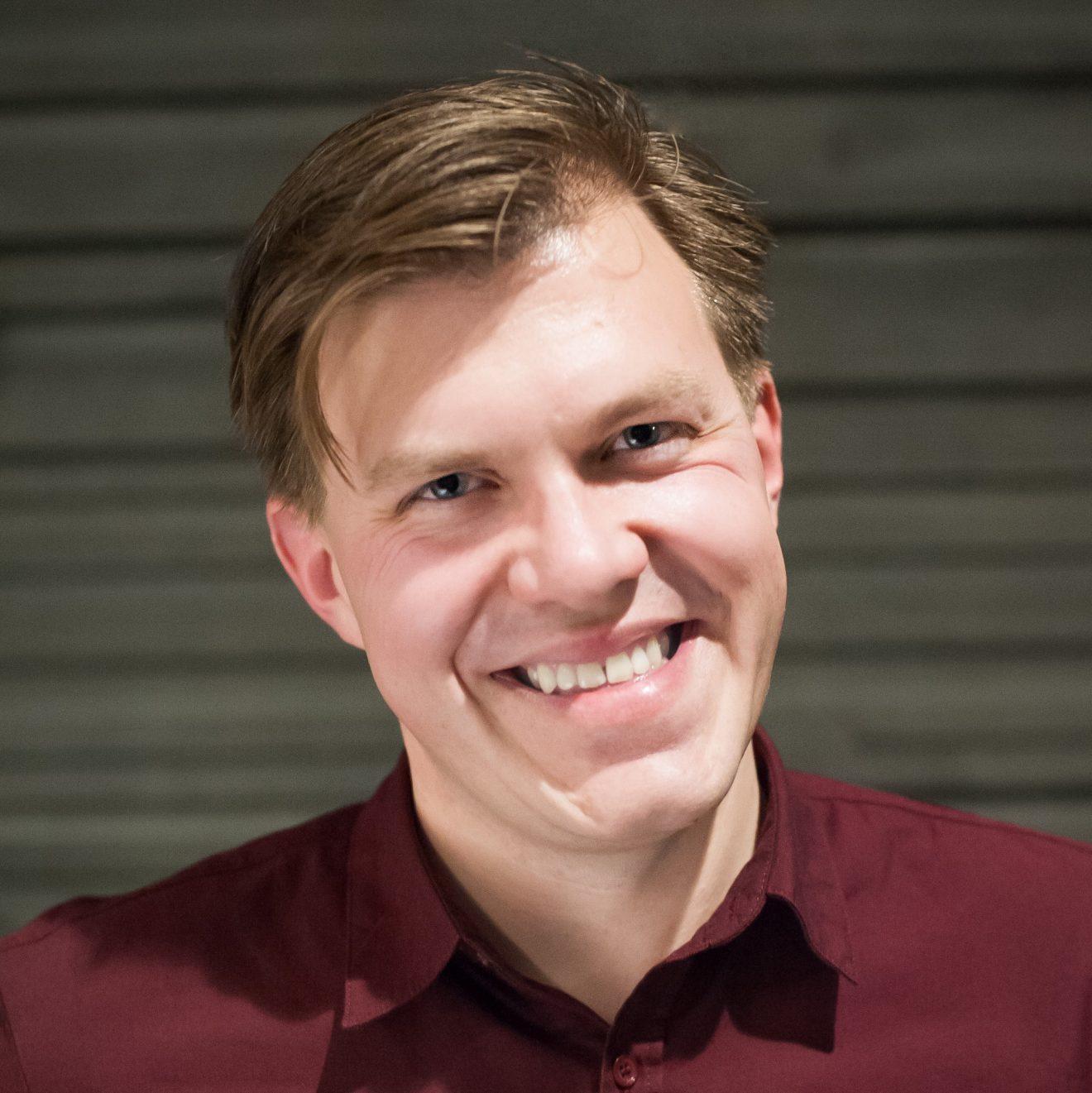EFFSO rerkyterar Adam Skogman och satsar på Artificiell Intelligens